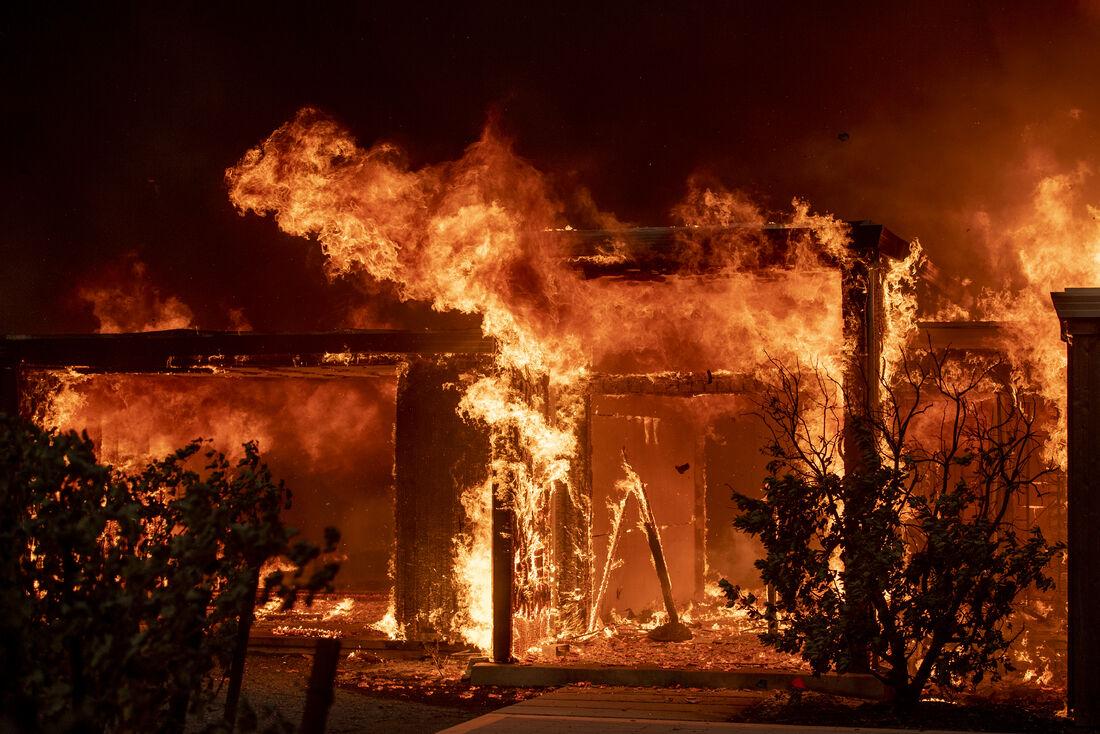 Incêndio ocorreu em edifício da avenida Beira Rio, no bairro da Madalena