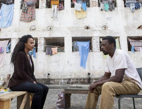 Naruna Costa e Seu Jorge em cena de 'Irmandade', série da Netflix com a produtora O2
