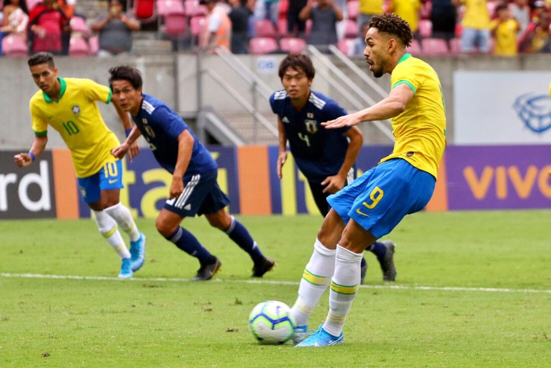 Lances de Brasil x Japão