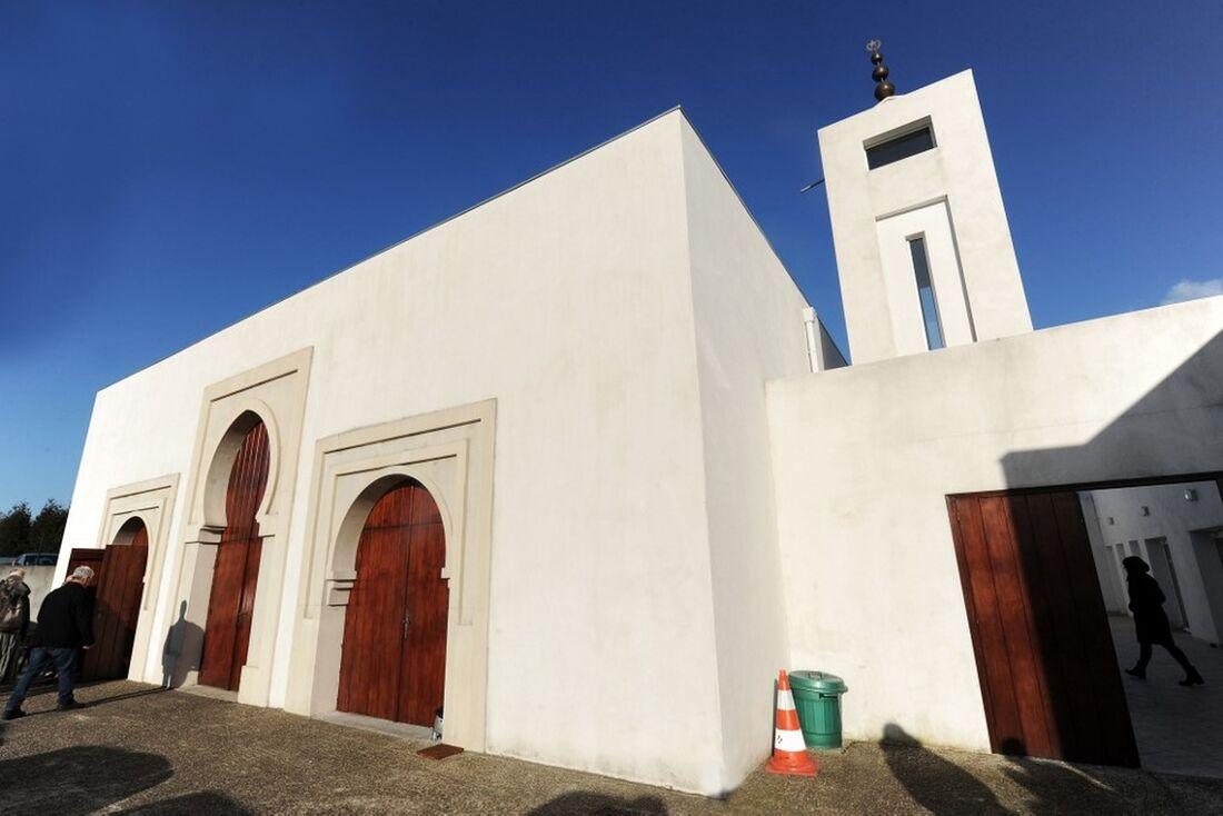 Mesquita em Bayonne, na França, sofreu tentativa de atentado nesta segunda-feira