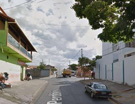Criança foi atacada a caminho da escola na manhã desta quarta-feira