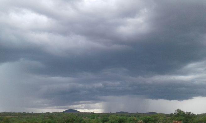Nuvens de chuva em São Bento do Una, em Pernambuco