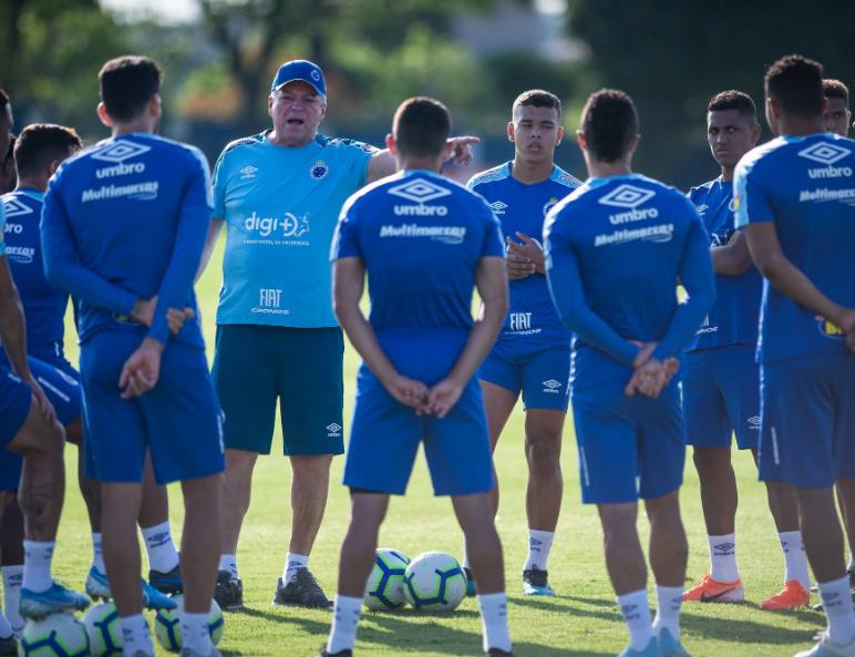 O Cruzeiro está na 17ª colocação e luta contra o rebaixamento na reta final da Série A