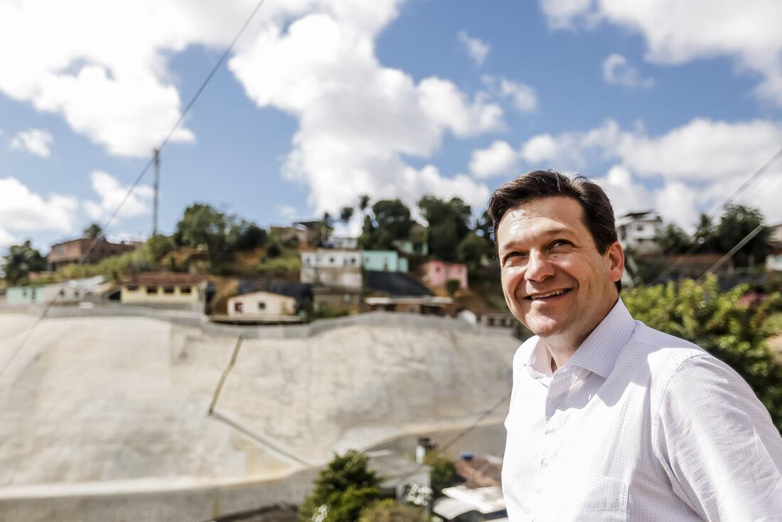 O prefeito Geraldo Julio foi conferir de perto a intervenção que teve um investimento de R$ 2,7 milhões