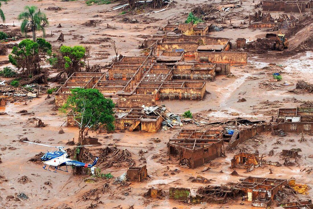 Rompimento de barragem em Mariana