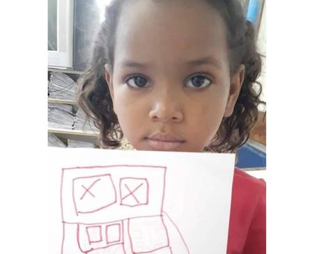 A menina Ketellen Umbelino de Oliveira Gomes, 5 , que morreu depois de levar um tiro, na tarde desta terça-feira (12)