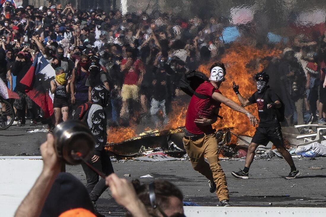 Chilenos protestam na Plaza Italia