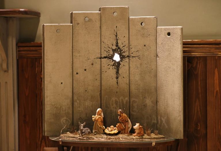 """A obra mais recente de Banksy, """"A cicatriz de Belém"""", exibida na Cisjordânia"""