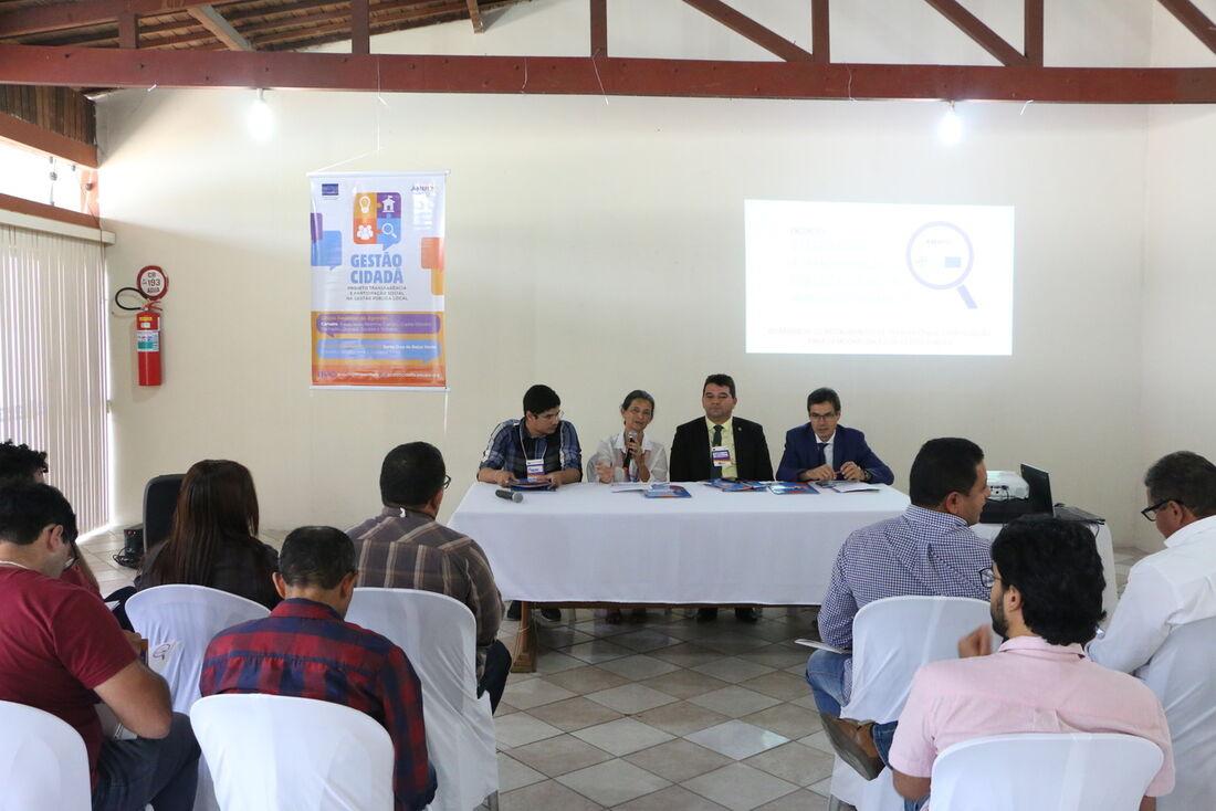 A Amupe reuniu nas duas edições do encontro cerca de oitenta participantes, entre vereadores, gestores públicos e sociedade civil para tratar sobre transparência nos legislativos municipais