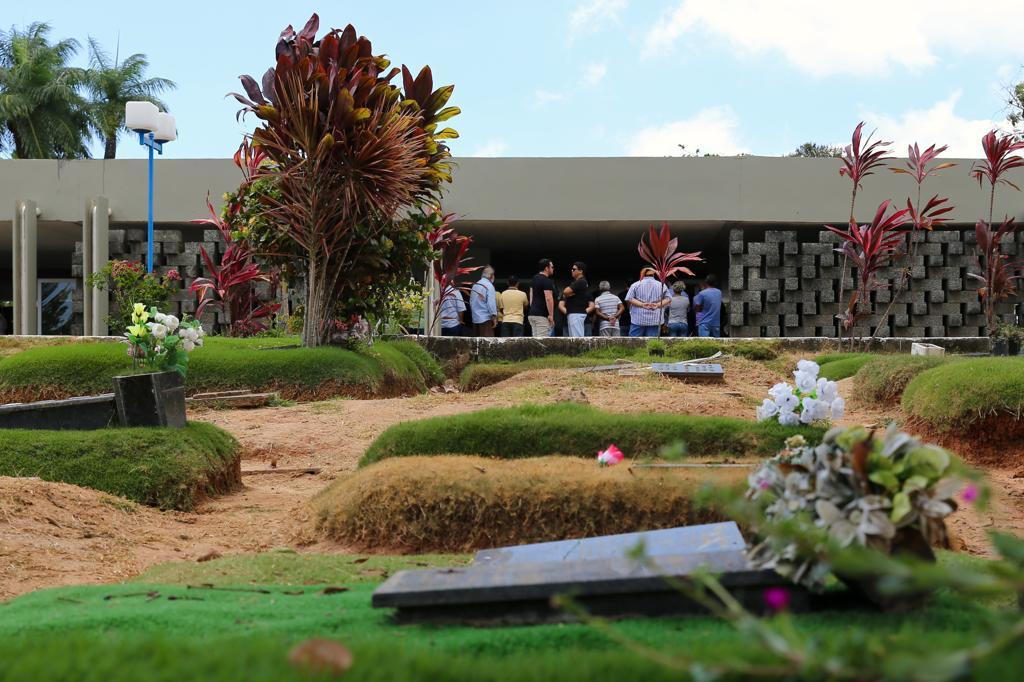 Corpo do ex-tenente foi enterrado no Cemitério Parque das Flores