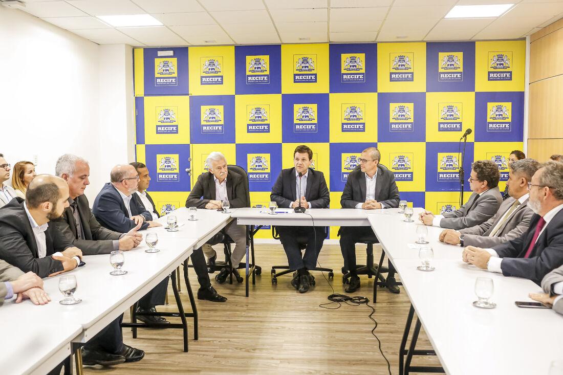 Decreto assinado pelo prefeito Geraldo Julio reúne um conjunto de medidas de combate a atos lesivos contra a administração pública