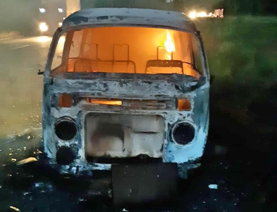 Veículo teve perda total após o incêndio