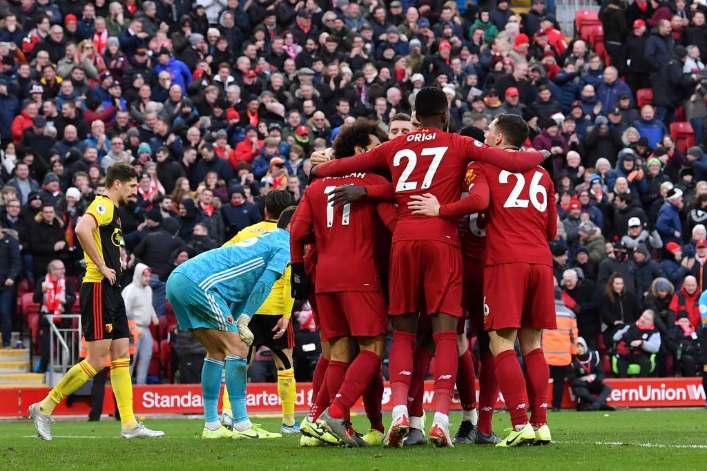 Liverpool lidera o Inglês