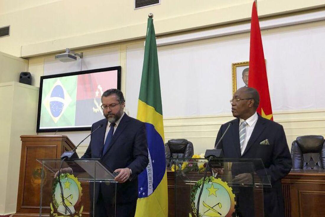 O ministro das Relações Exteriores, Ernesto Araújo, e o chanceler angolano, Manuel Domingos Augusto