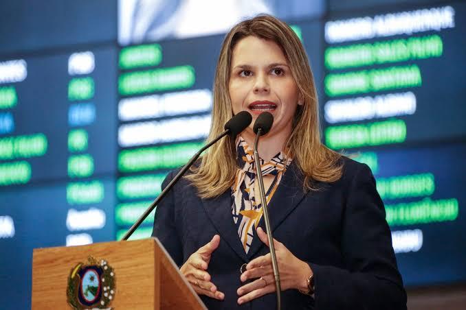 A deputada Clarissa Tércio (PSC), teve por duas vezes Pedido de Vistas negado na Comissão de Educação e Cultura da Alepe