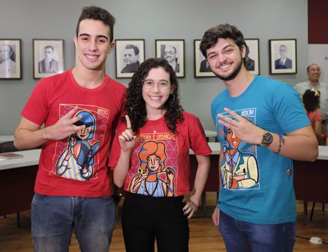 Os vestibulandos Luiz Antonio, Ana Clara e Caio Roberto