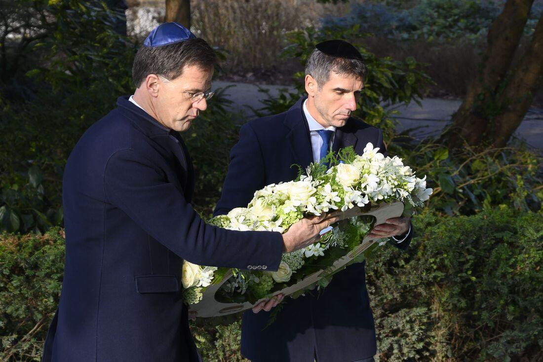 Mark Rutte em evento para homenagear as vítimas do holocausto