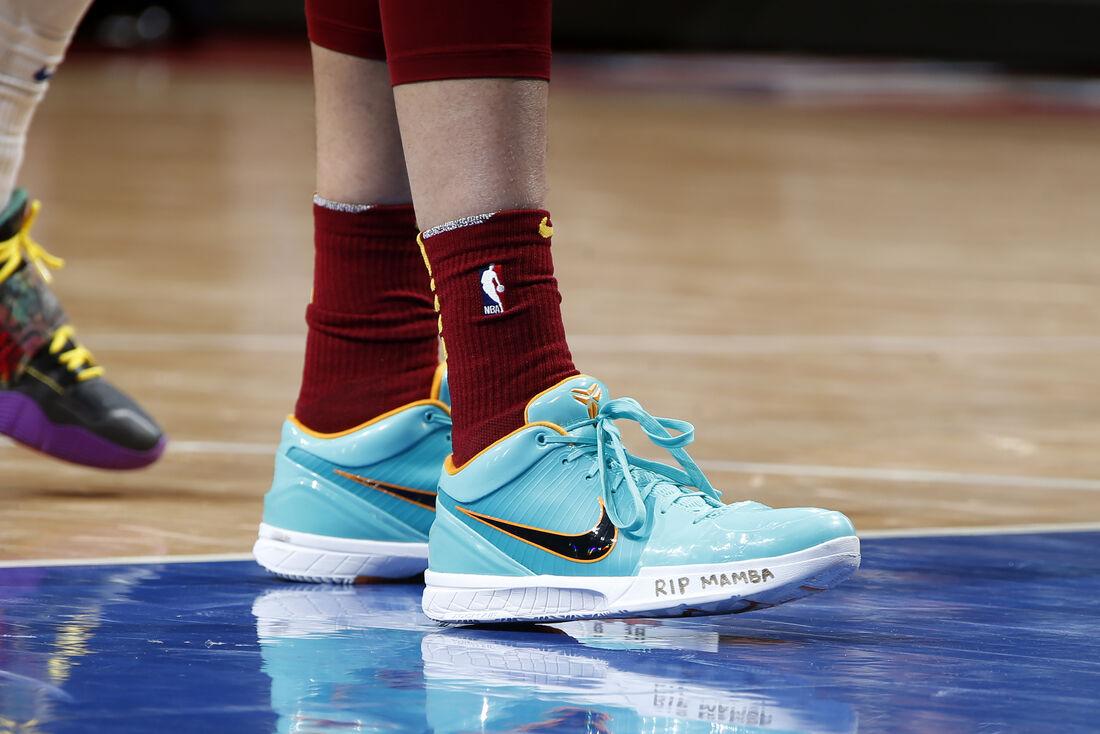 Homenagem a Kobe Bryant no tênis de Dante Exum, armador do Cleveland Cavaliers