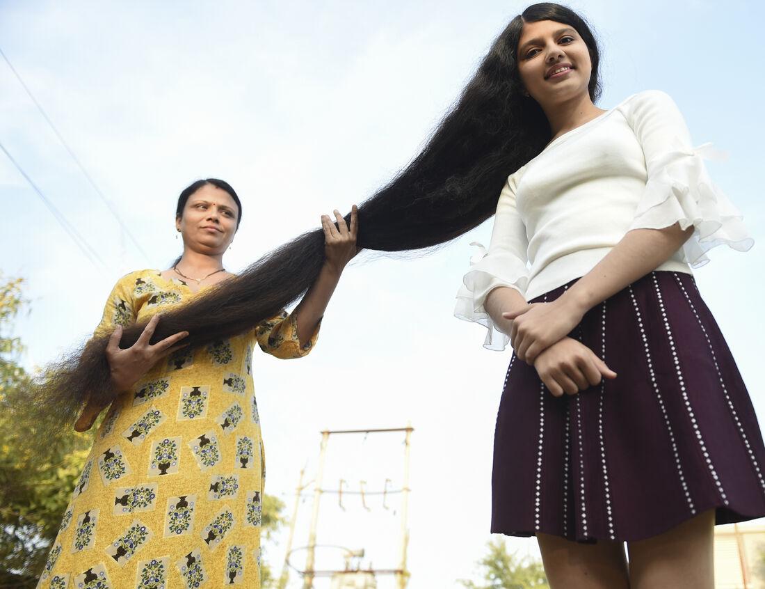 A indiana Nilanshi Patel, com 190 cm de cabelos