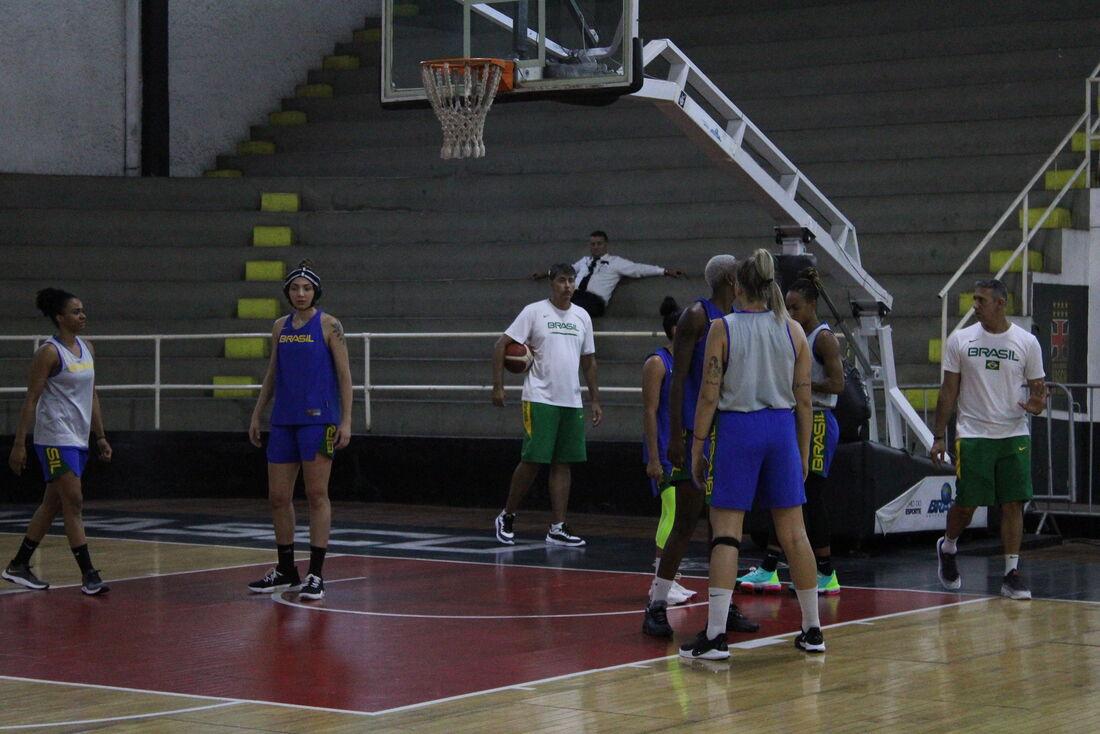 Treino da seleção brasileira feminina de basquete