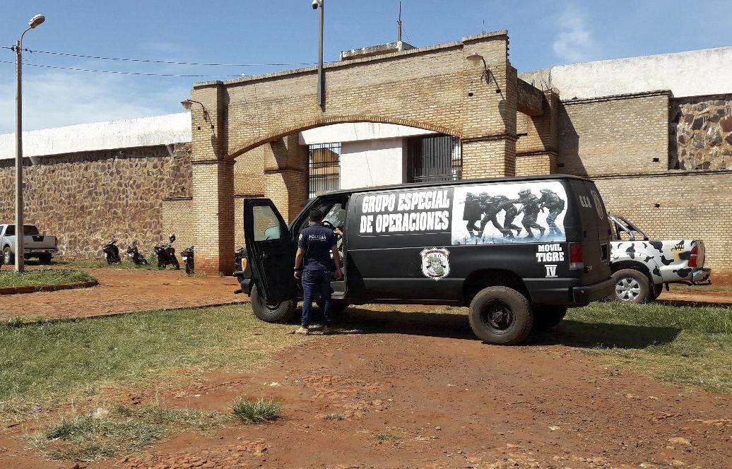 Forças armadas se posicionam após a fuga de presos da prisão no Paraguai