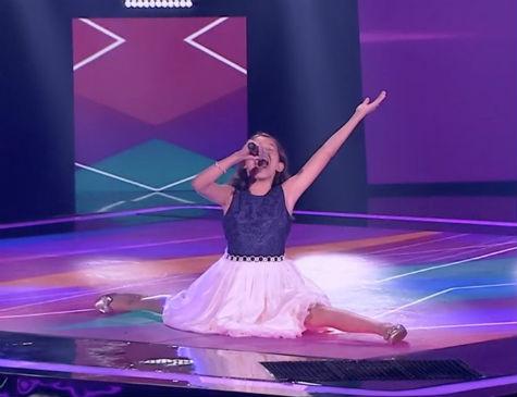 Hellen Sandy conquistou os jurados com a música 'Tente outra vez'