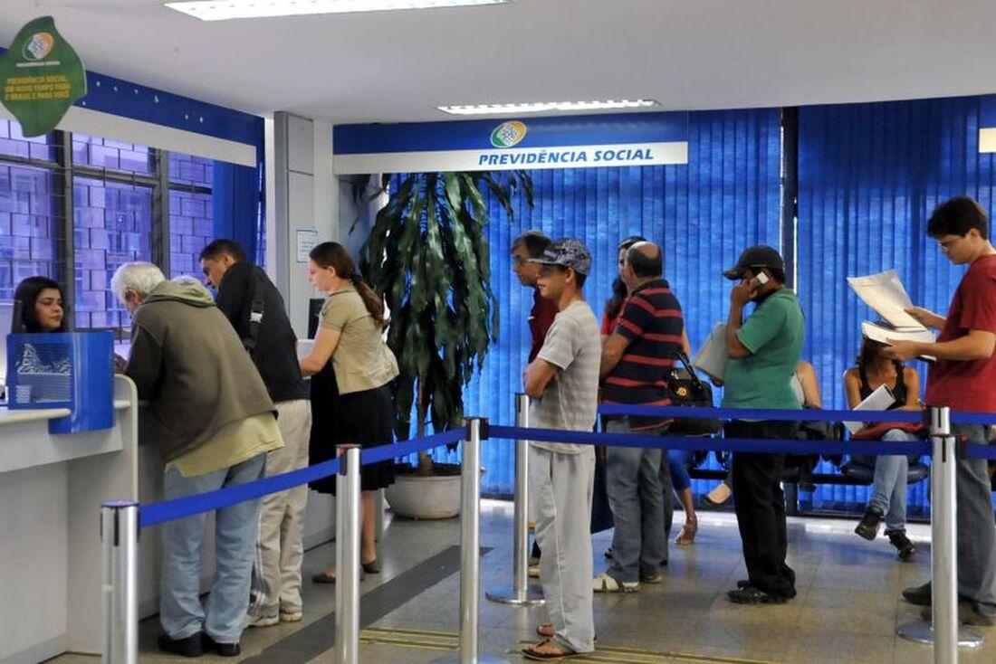 O Instituto Nacional do Seguro Social (INSS) pôs em prática uma força-tarefa para colocar em dia os pedidos de benefícios.