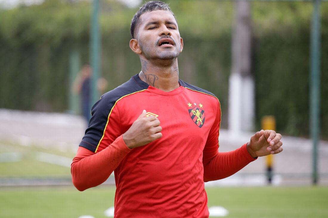 Diante do Petrolina, Marquinhos atuará pelo lado esquerdo do ataque