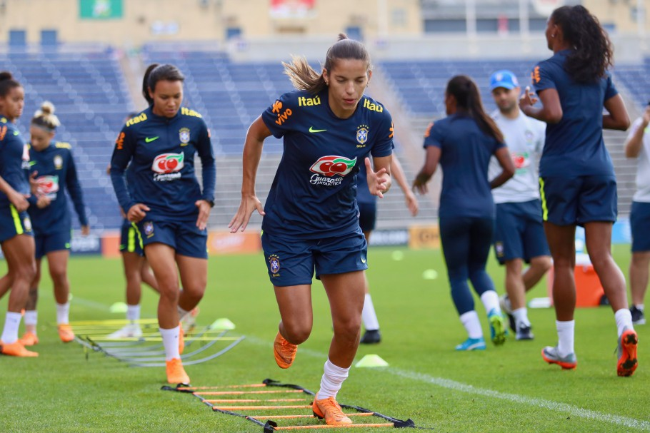 Millene Fernandes, atacante brasileira
