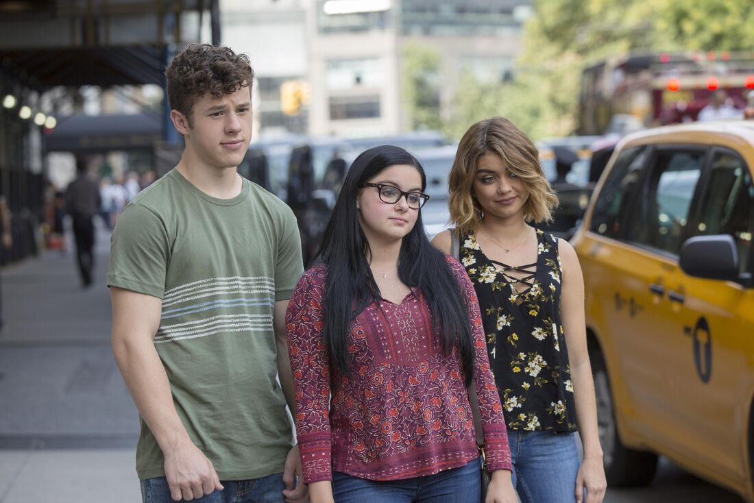 Luke (Nolan Gould), Alex (Ariel Winter) e Haley (Sarah Hyland), parte do elenco adolescente de 'Modern Family'