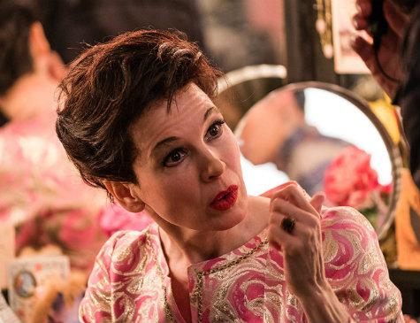 Renée Zellweger interpreta a atriz e cantora Judy Garland