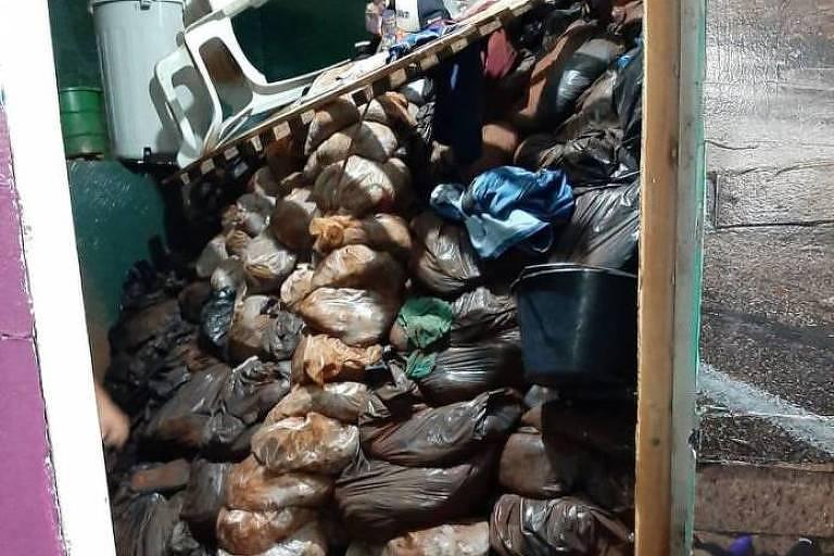 Sacos de areia encontrados em cela, após fuga de integrantes do PCC no Paraguai