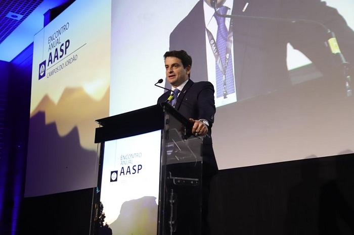 O presidente da AASP, que conta com mais de 80 mil associados, afirma que em tempos de polarização política os advogados devem atuar como pacificadores e defensores do pluralismo de ideias.