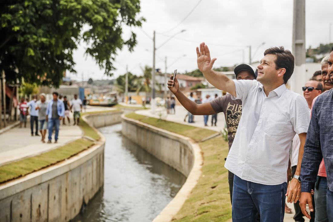O prefeito Geraldo Julio entregou as melhorias no Ibura