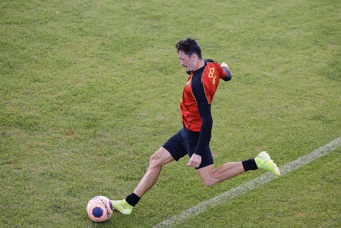 Sander em ação no treino realizado nesta terça (7)