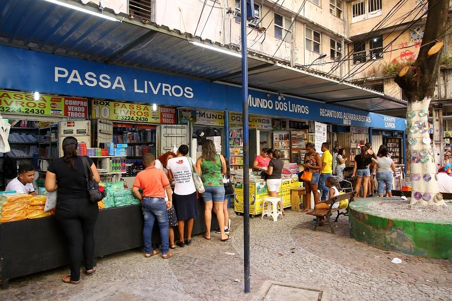 Comerciantes estão otimistas com o movimento em busca dos livros