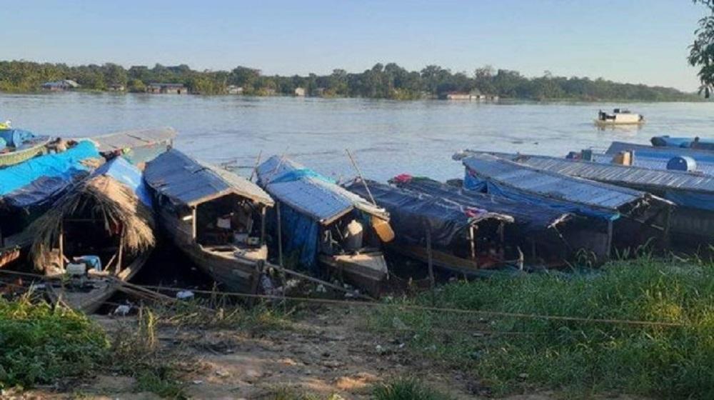 Canoas onde os indígenas ficam à espera de pagamentos de benefícios sociais, como da Previdência e Bolsa Família