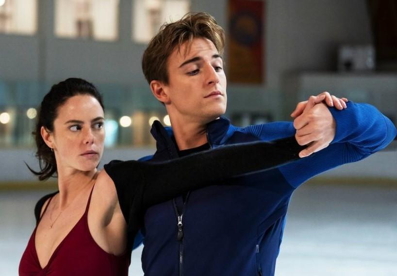 """Série """"Spin Out"""" está disponível na Netflix com 10 episódios"""