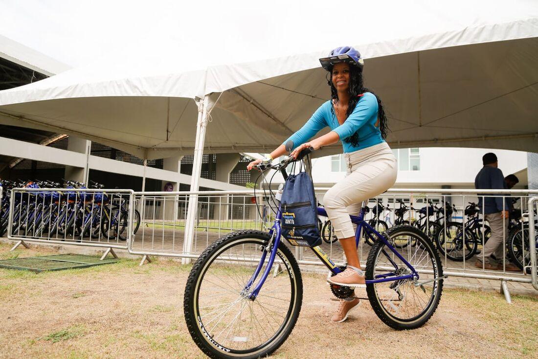 Fernanda Joice Santos, de 26 anos, contou que estava procurando emprego quando apareceu essa oportunidade