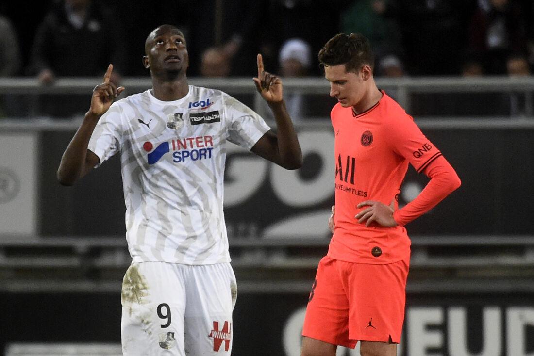 PSG e Amiens empataram em 4x4, neste sábado (15)