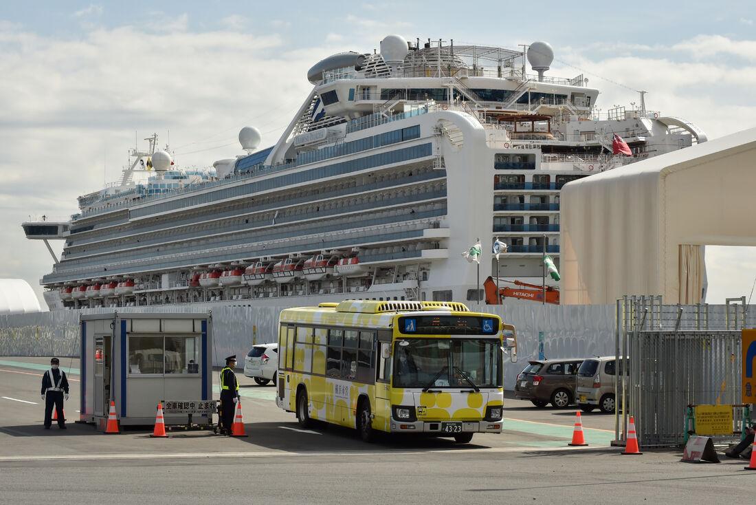 Navio atracado no Japão tem passageiros com Coronavírus