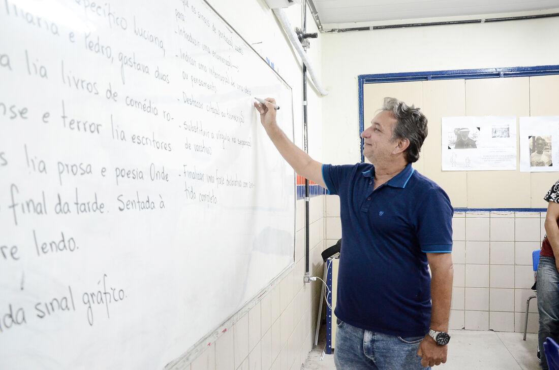 A Secretaria de Educação e Esportes de Pernambuco abriu seleção pública simplificada para 2.938 professores de nível superior e médio