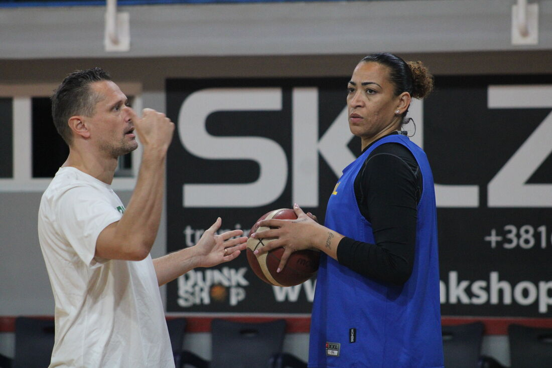 Pivô Érika de Souza em treino da seleção brasileira de basquete