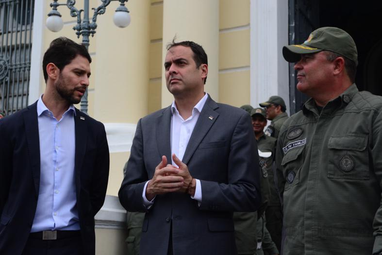 """Governador Paulo Câmara no lançamento da operação """"FORTE"""", pela PM, no quartel do derby."""