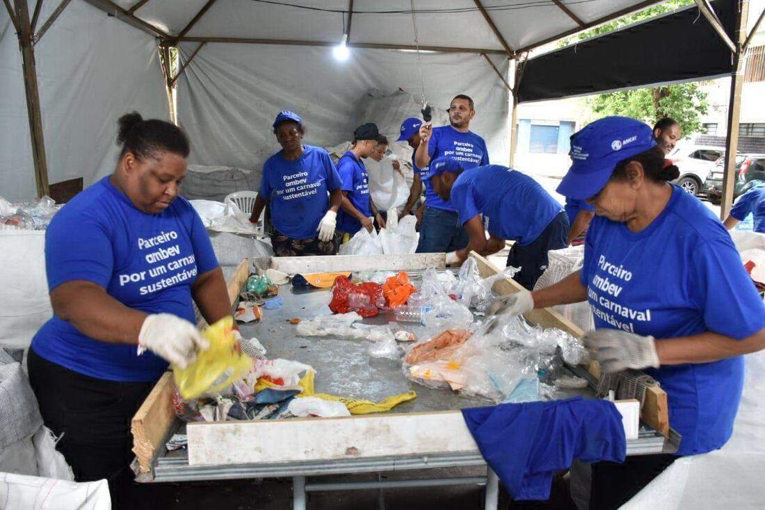 Lixo do Carnaval será transformado em lixeiras