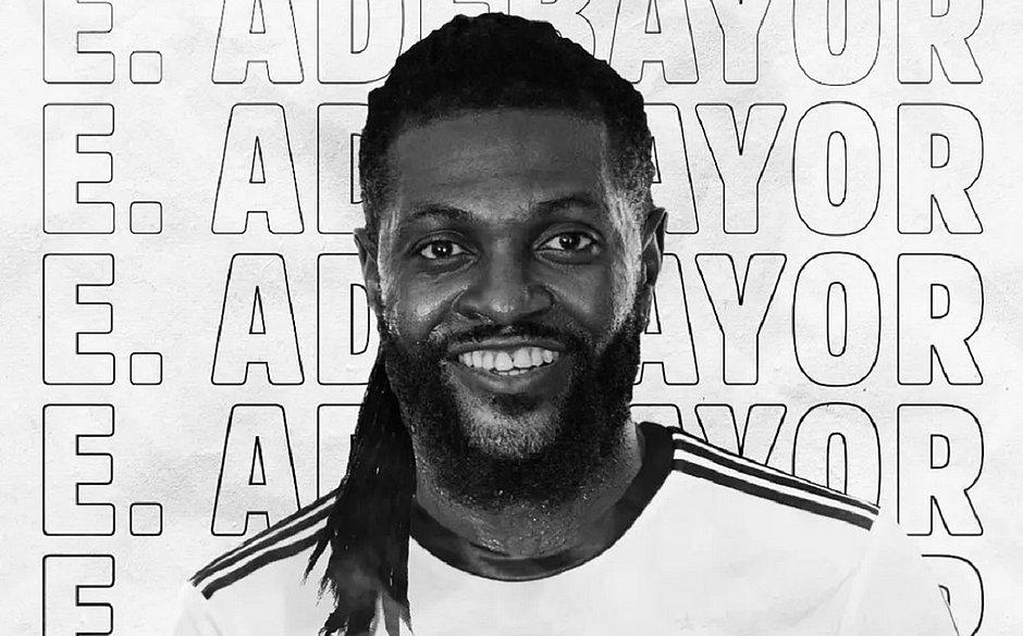 Olimpia anunciou Adebayor através de suas contas nas redes sociais.