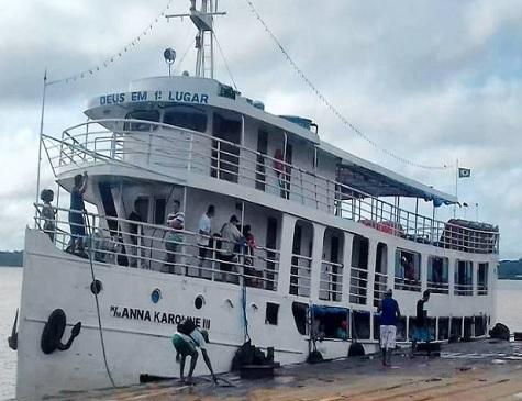 Um navio de médio porte, chamado Anna Karoline 3, naufrafou na madrugada deste sábado (29) no município de Laranjal do Jari, a 265 quilômetros de Macapá, no sul do Amapá