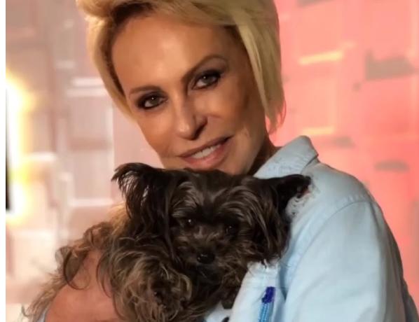 Ana Maria Braga e a cadelinha de estimação Sombrinha