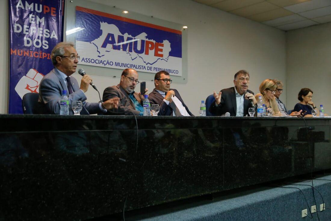 Reunião na AMUPE teve presença de Evandro Carvalho