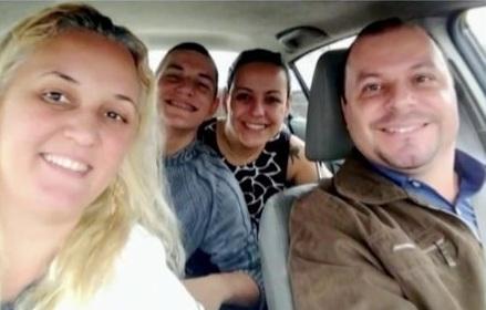Os corpos do casal e do adolescente foram encontrados carbonizados no porta-malas do carro da família, um Jeep Compass, na Estrada do Montanhão, uma área de mata.